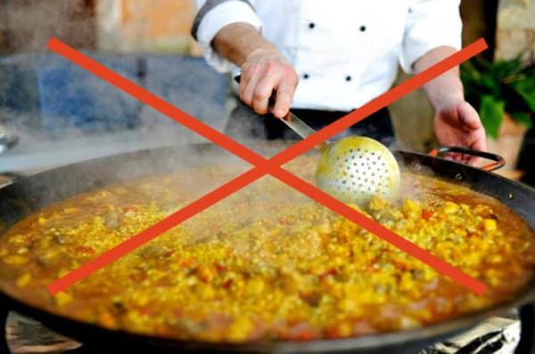 Ryż nie powinien być mieszany podczas przyrządzania paelli.