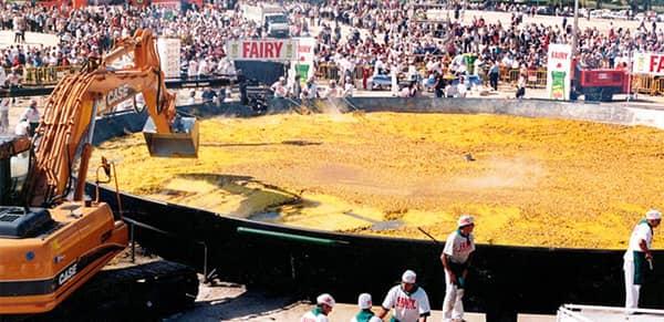 Rekord Guinnessa w przygotowaniu największej paelli świata
